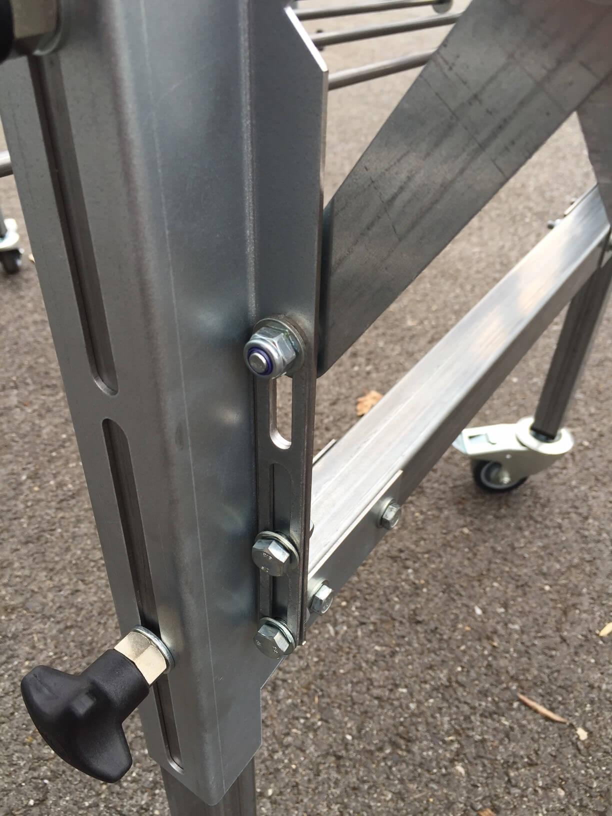 limiteur d'entraxe entre les rouleaux pour convoyeur extensible